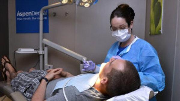 (Kevin Rivoli/AP Images for Aspen Dental)