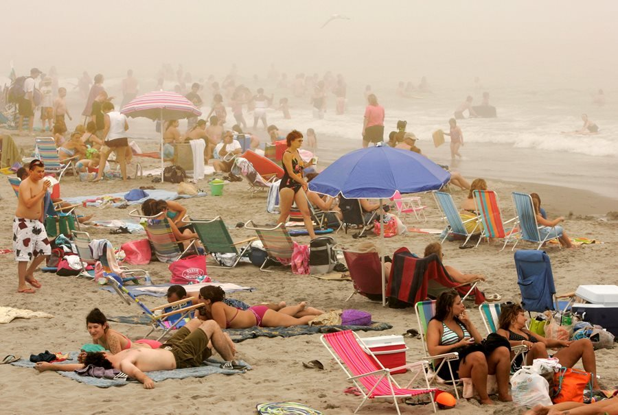 Crowds on Scarborough Beach, in Narragansett, R.I. (Photo: AP)
