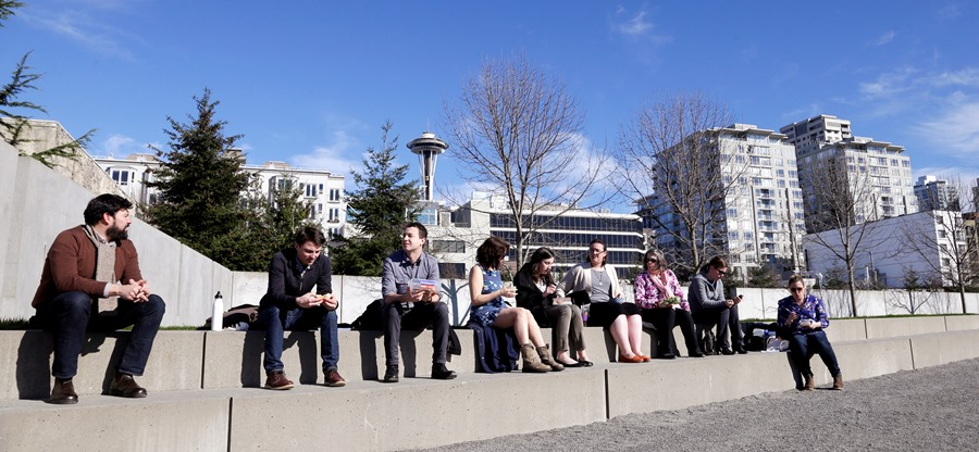 Lunchtime scene, Seattle, Washington (photo: AP)