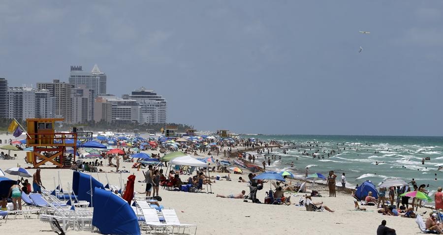 Florida beach (photo: AP/Alan Diaz)
