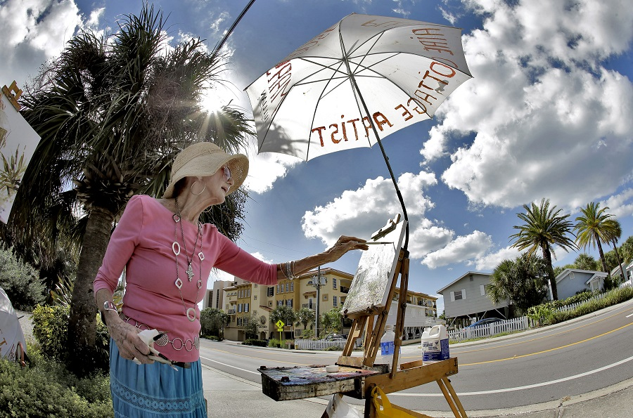 Painting in Florida (photo: AP)