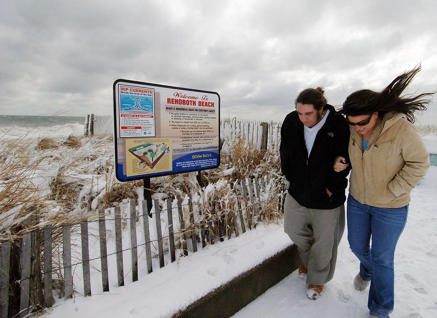 Snow and wind at Rehoboth Beach, Delaware (photo: AP)