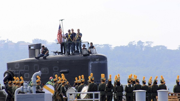 A local marching band welcomes the arrival of sailors aboard the USS Topeka (SSN-754), a Los Angeles-class submarine, as it prepares to be docked at the Alava pier in northwestern Philippines, Jan. 12, 2016. (AP Photo/Jun Dumaguing)
