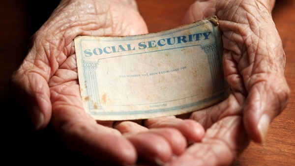 handssocialsecuritycardgetty crop 600x338
