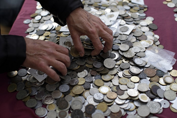 If you earn enough, start paying off those student loands. (Photo: AP)