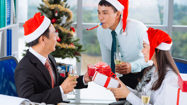 If your boss is more Scrooge than Santa, he doesn't have to give you any additional compensation if you work on Christmas Day — unless you're working more than 40 hours in that week. (Photo: iStock)