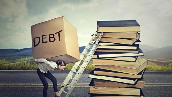 A SoFi survey found serious debt was the second-biggest romantic deal-breaker, after workaholism. (Photo: iStock)