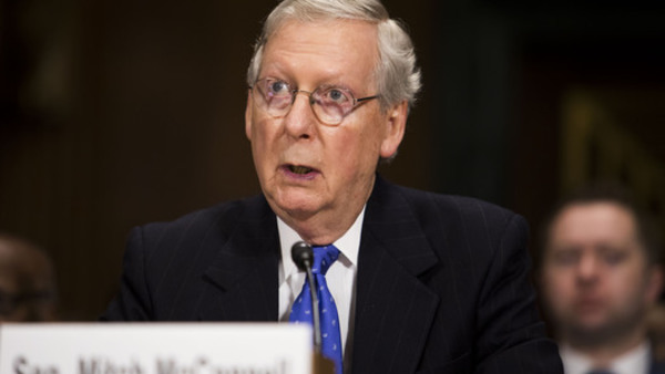 Mitch McConnell's plan to pass a bill this week fell apart amid opposition from both the conservative and moderate wings of his party. (Photo: AP)