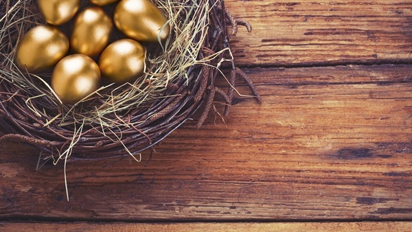Increasing your nest egg is one reason not to retire early. (Photo: iStock)