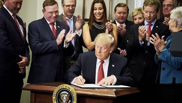 The news came just hours after the signing of an executive order designed to draw people away from the health law's markets. (Photo: Bloomberg)
