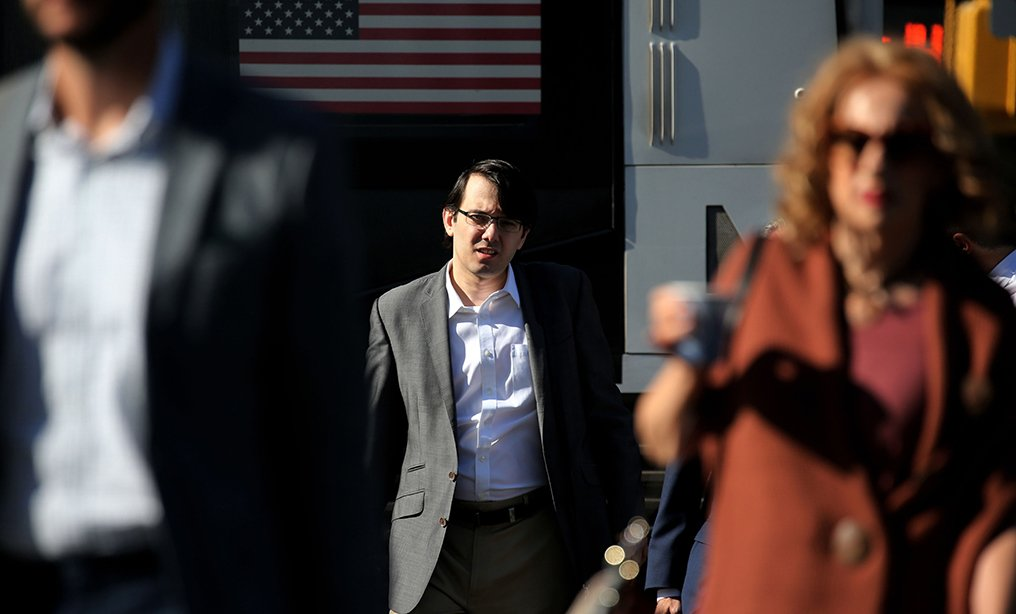 Martin Shkreli, center, former hedge fund manager, arrives at federal court in Brooklyn in 2017. Photo: Peter Foley/Bloomberg