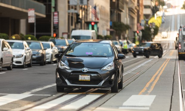 A Lyft driver on California Street in San Francisco on April 3, 2020 (Photo: Jason Doiy/ALM)