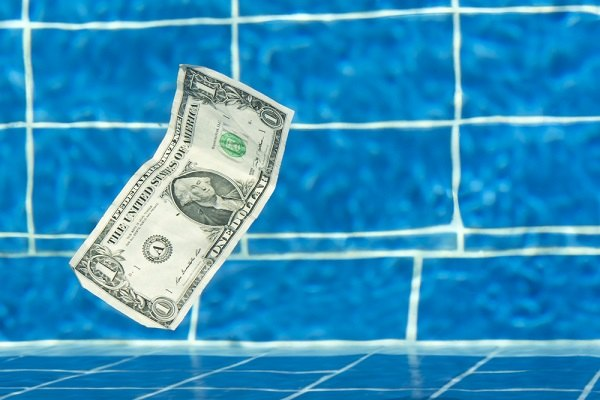Dollar in pool