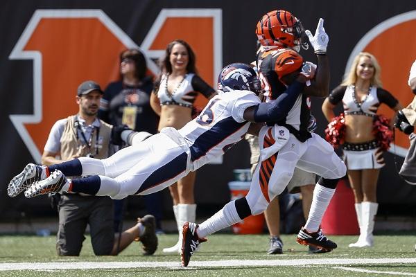Denver football player tackling Cincinnati player
