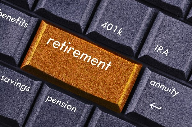 computer keys with retirement, 401k, pension written on them.