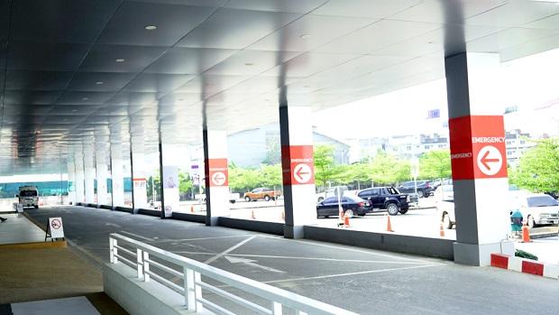 hospital emergency room entrance portico