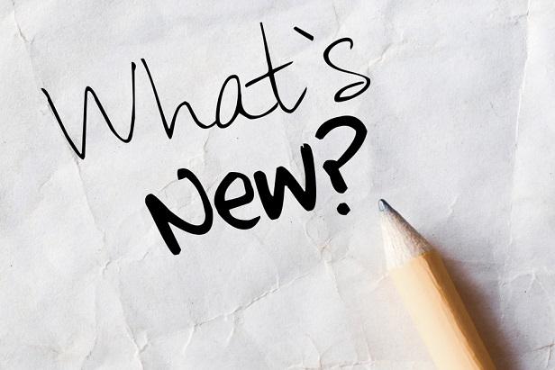 papier blanc avec des mots Quoi de neuf écrit au stylo ou au crayon, avec un crayon à proximité